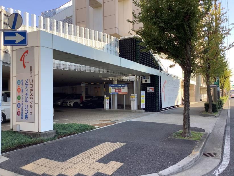 駐車場入口はこちらからになります